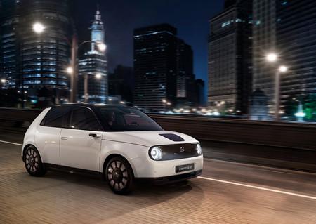 El Honda e llega a España: este es el precio del coche eléctrico japonés para moverse por ciudad