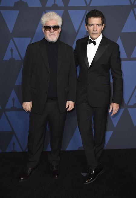 Puede que todos luzcan un smoking clásico en los Governors Awards 2019, pero Robert Pattinson siempre apostará por el total black