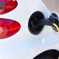 """""""No tenemos dónde enchufarlo y el precio es carísimo"""": la DGT se sincera sobre el coche eléctrico"""