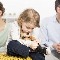 Cosas que no deberían decirse a los niños en un proceso de divorcio: el viral decálogo publicado en Twitter por una jueza