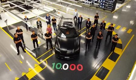 Lamborghini Urus numero 10,000 sale de la línea de producción