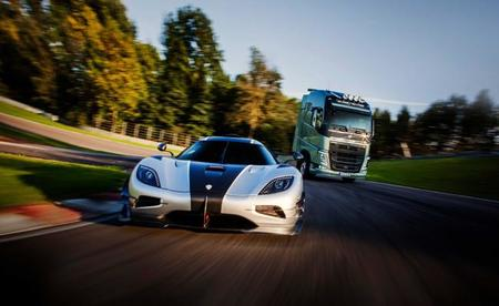 Volvo FH vs Koenigsegg One:1, esto es lo que pasó