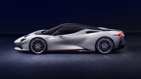 Pininfarina Battista, el superdeportivo de récord: un coche eléctrico de 2000 CV de potencia con 400 km de autonomía