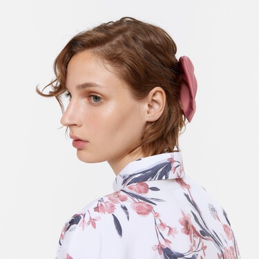 Uterqüe tiene accesorios para el pelo de lo más estilosos: diademas, coleteros y horquillas para sumar a nuestros looks