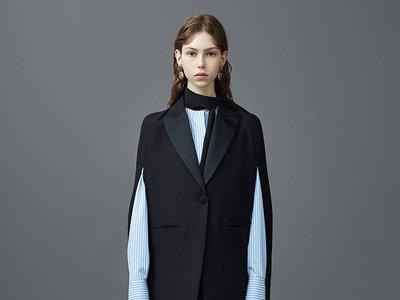 Clonados y pillados: la blazer-capa de Valentino que ha enamorado a Zara