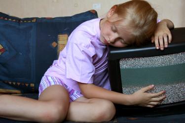 """¿Dejas a tus hijos """"cinco minutos más"""" de televisión antes de que vayan a dormir?"""