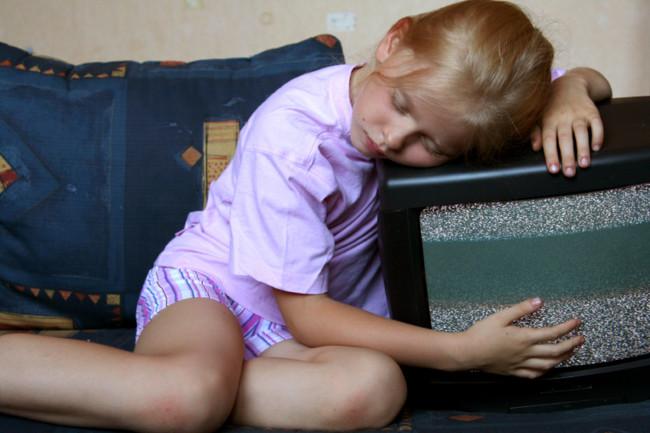 Niños que ven la tele antes de dormir