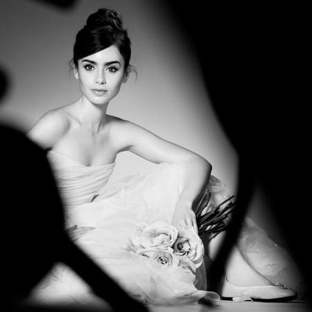 Mira cómo apunta maneras Lily Collins como embajadora de belleza