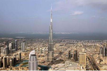El edificio más alto del mundo abre sus puertas este martes