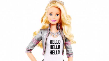 Tenía que suceder, Barbie aprende a hablar para poder conversar con todas las niñas