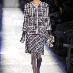 Foto 1 de 61 de la galería chanel-alta-costura-otono-invierno-2012-2013-rosa-gris-brillos-y-nuevo-vintage en Trendencias
