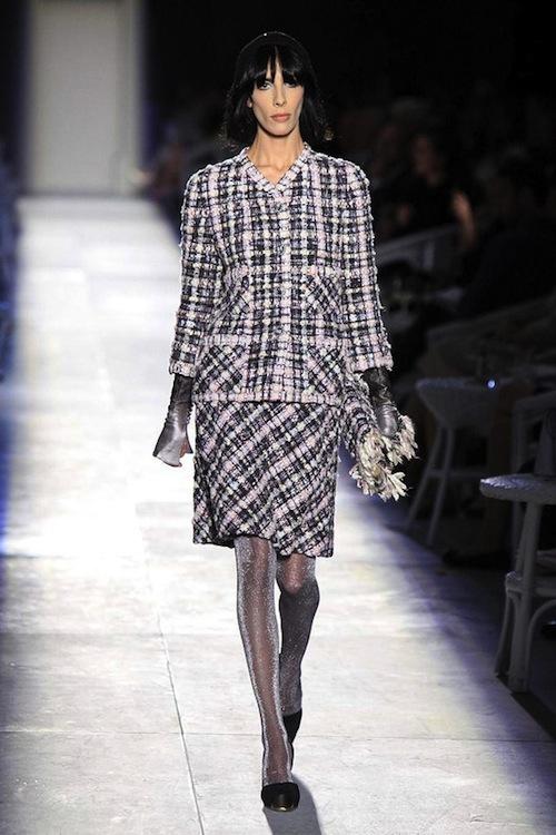 Foto de Chanel Alta Costura Otoño-Invierno 2012/2013: rosa, gris, brillos y nuevo vintage (1/61)