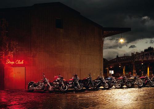 """""""La risa es un cosa muy seria"""", así que aquí tienes 13 irreverentes anuncios de motos para partirte la caja"""