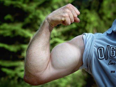 Sin pasar por el gym, estas rutinas te ayudarán a trabajar los brazos y piernas desde casa