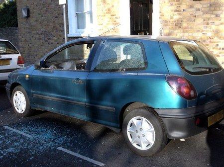 Fiat vandalizado