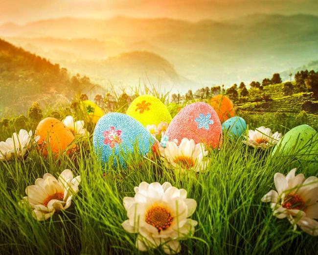tesoro de los huevos de Pascua en los jardines botánicos de Italia