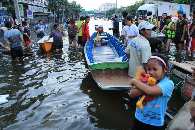 Voa Thailand Grapples With Worst Flooding In 50 Years 01