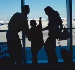Niña de 3 años olvidada en un aeropuerto