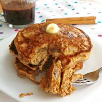 Hot cakes y miel de maple con especias. Receta