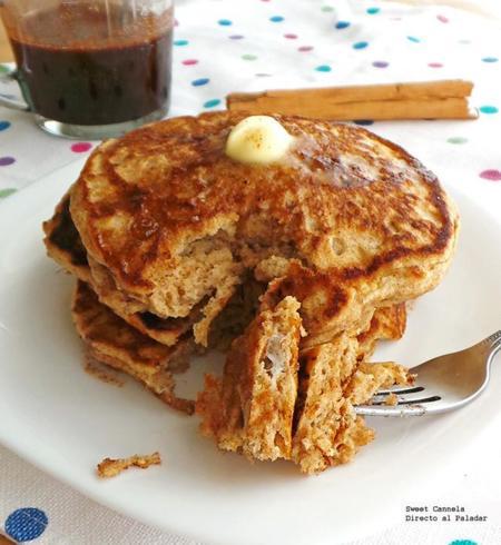 Hot cakes y miel de maple con especias. Receta