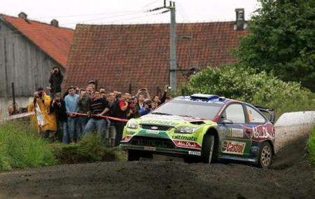 Sébastien Loeb vuelve a fallar y los Ford están delante