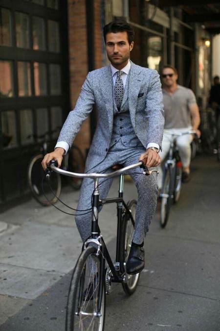 El Mejor Street Style De La Semana Se Inspira En El Urbanismo Y Los Grises De La Ciudad 07