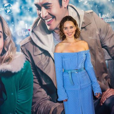 Emilia Clarke sorprende a todos con un conjunto que mezcla lo más clásico con lo ultra moderno, así es el look que ha conquistado