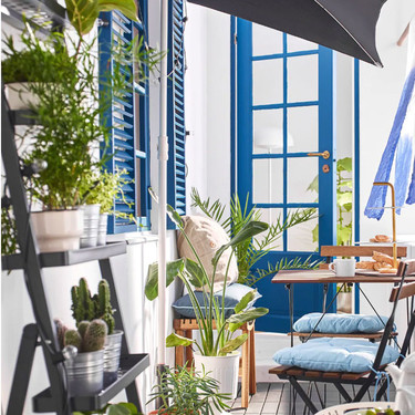 Cinco piezas imprescindibles de Ikea para mini balcones