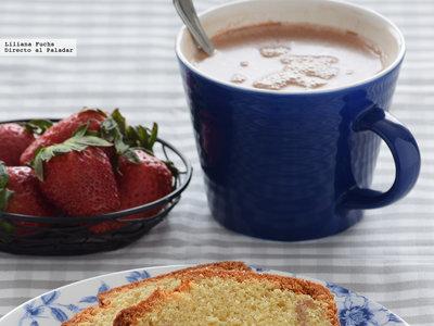 Cake de almendra y mermelada de fresa. Receta