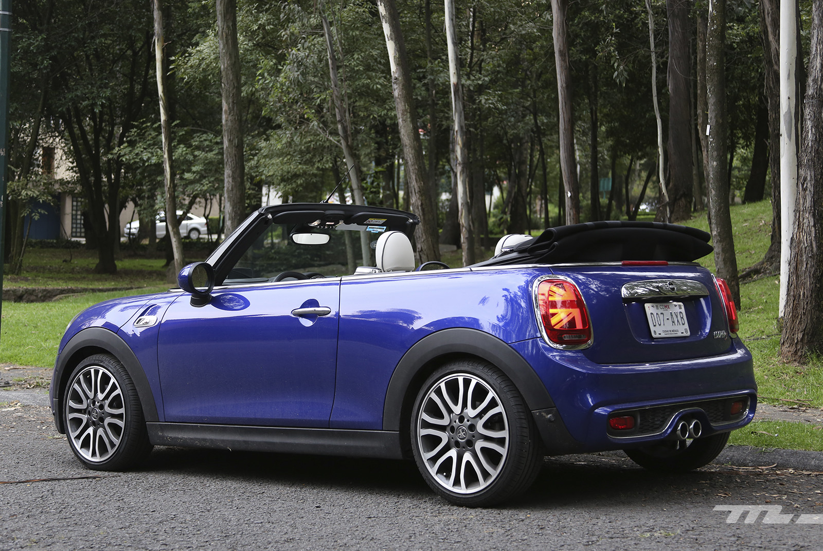 Foto de Mini Cooper S Hot Chili Convertible (2/14)