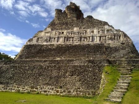 Asombroso hallazgo en Belice de tumba maya en Xunantunich