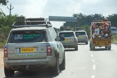 Los Range Rover híbridos completan la ruta de la seda