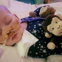 Los tribunales autorizan la retirada del soporte vital de un bebé británico que padece una enfermedad incurable
