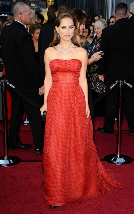 La alfombra roja de los Oscar más red que nunca: los colores de la noche