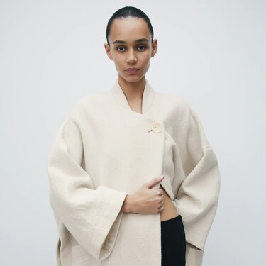 Así de bonitos son los abrigos de la nueva colección de Zara: diseños capa, acolchados y de paño