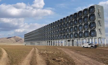 Bill Gates quiere que llenes el depósito con combustible extraído... ¡del aire!