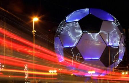 Telecinco se mete en la guerra del fútbol
