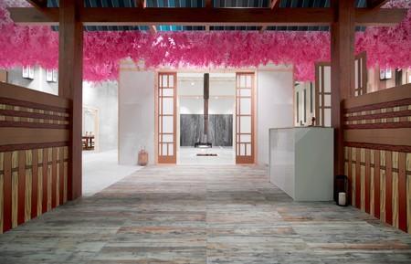 """""""A little piece of Japan"""", preciosa instalación efímera en papel y cartón de Empaperart en Cersaie"""