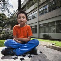 Carlos Santamaría estudia química en la UNAM y solo tiene 9 años