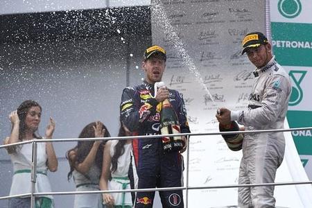 Lewis Hamilton mantuvo conversaciones para ir a Red Bull, según Bernie Ecclestone