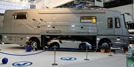 Volkner Mobil Performance S es el motorhome que además de lavavajillas, incluye un Porsche