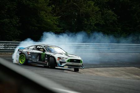 Así es hacer drift en Nürburgring con un Ford Mustang RTR de 912 CV, de la mano de Vaughn Gittin Jr