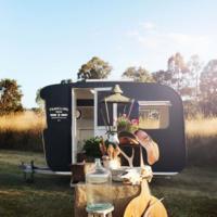 Una tienda 'on road' de decoración 'vintage' en una hermosa caravana