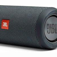 Para llevar tu música a la playa o la piscina, El Corte Inglés te deja esta semana el altavoz Bluetooth JBL Flip Essential por sólo 67,99 euros