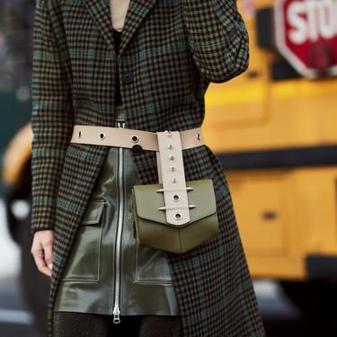 El bolso se lleva en la cintura (palabra de fashion insider)