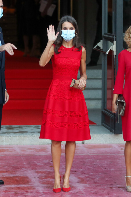 Doña Letizia look en color rojo 2020