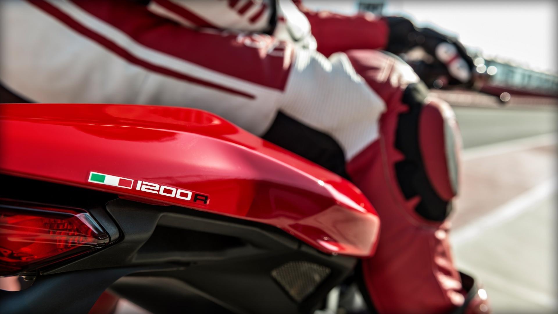 Foto de Ducati Monster 1200 R (12/30)