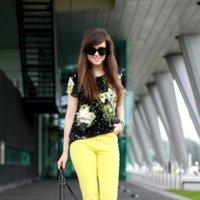 Moda en la calle: pantalones de colores para animar el estilo