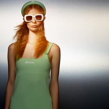 Esta es la diadema acolchada que podría ser de Prada pero que la firma Zara (bajo su colección cápsula con Lotto)