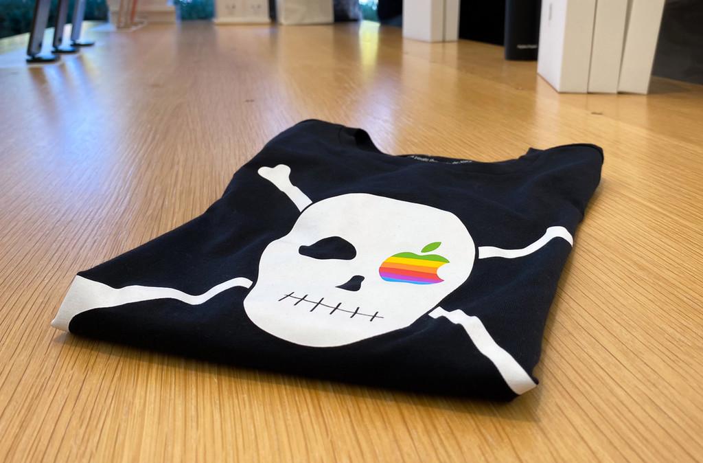 Apple pone a la venta nuevas camisetas que conmemoran la época mas pirata de la compañía